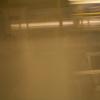 Junge in U-Bahn